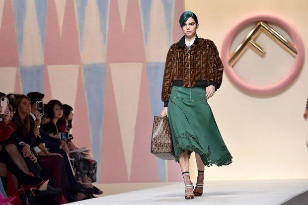 зеленая юбка а-силуэт куртка коричневая