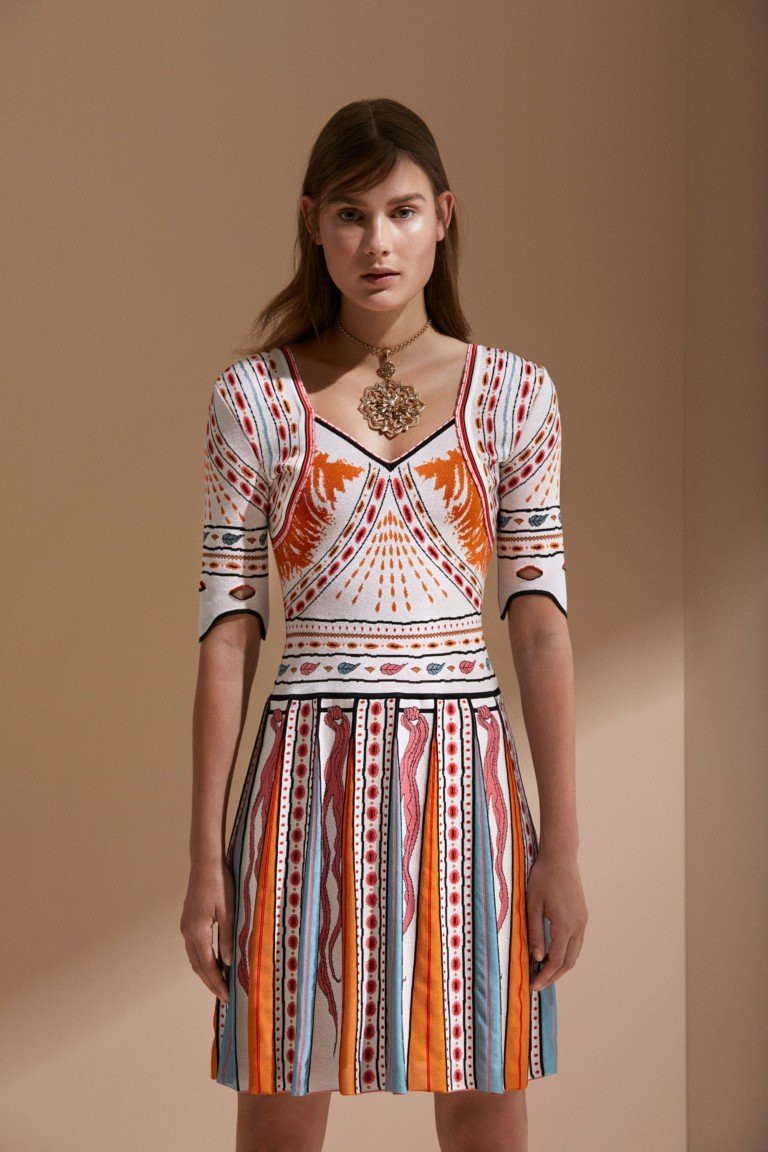платье цветное рукав  короткий