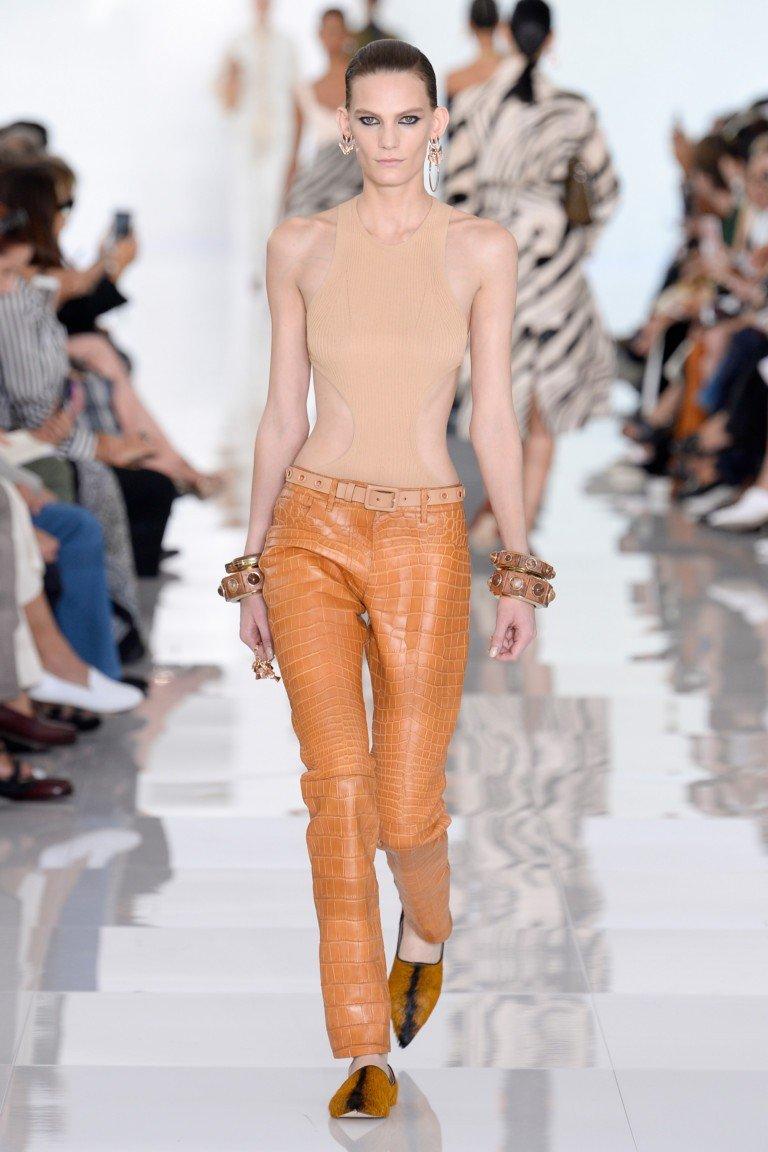 коричневые штаны майка без рукава