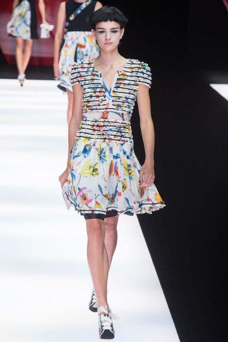 платье с коротким рукавом цветное