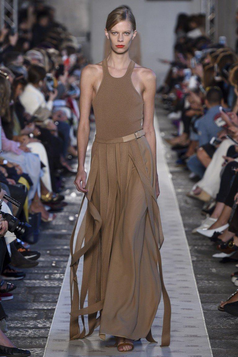 коричневая юбка и топ