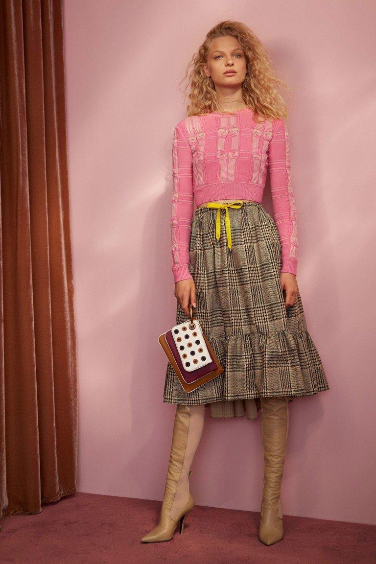 юбка в клетку с оборкой под розовую короткую кофту