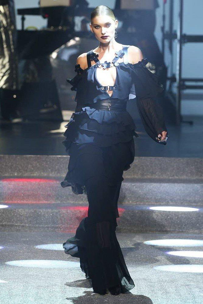 платье с черное многослойное открытые плечи
