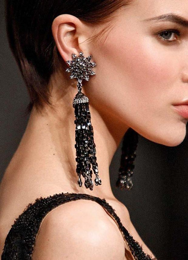 модные серьги 2020 2021: массивные длинные черные с серебром