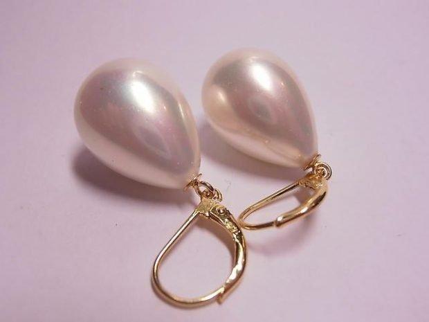 золотые сережки с жемчугом в форме капли