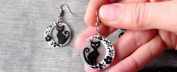Серьги из пластика круглые с котом черным