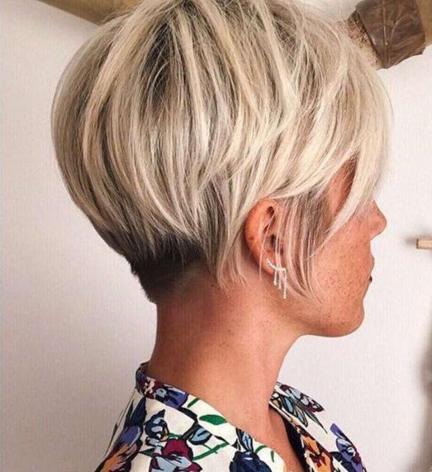 укладка волос 2018 2019 - короткий боб с косой челкой