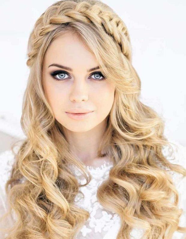 укладка волос греческий стиль волосы распущенны вокруг головы коса