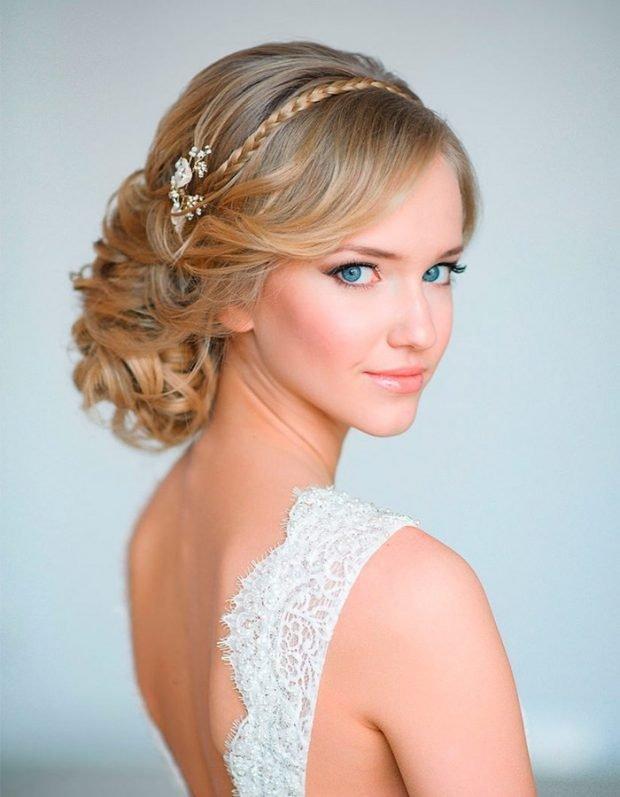 укладка волос греческий стиль волосы подобраны вокруг головы тонкая косичка