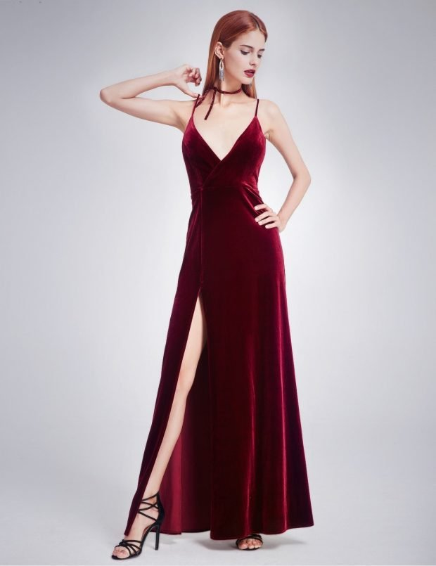 вечерние платья 2019 2020: модное красное бархат на тонких бретельках