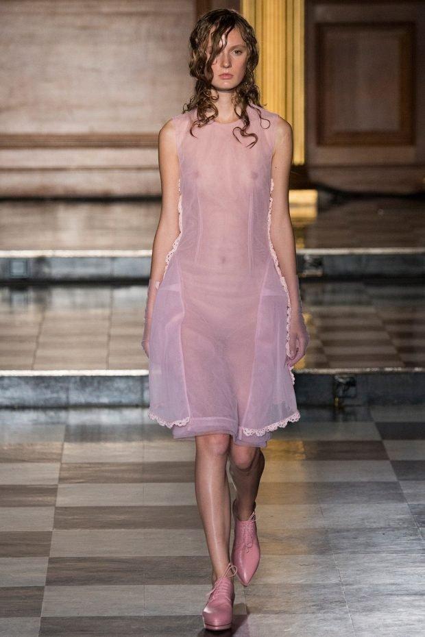 вечерние платья 2019 2020 новинки: розовое по колено плечи открыты