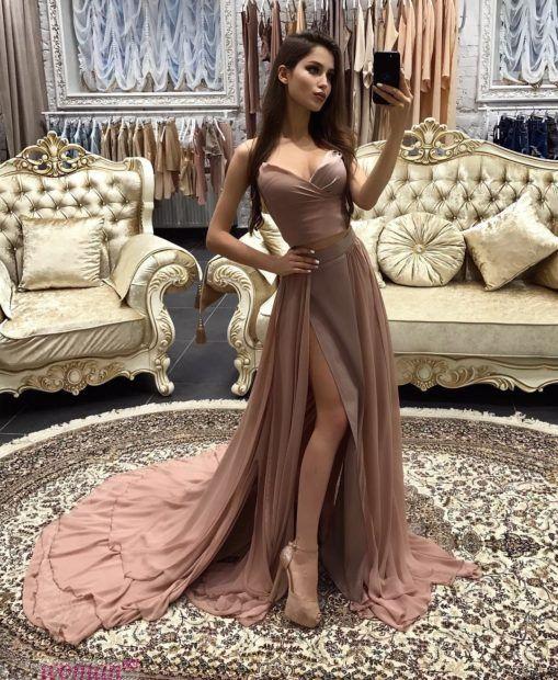 вечерние платья 2019 2020: бежевое бюстье юбка со шлейфом