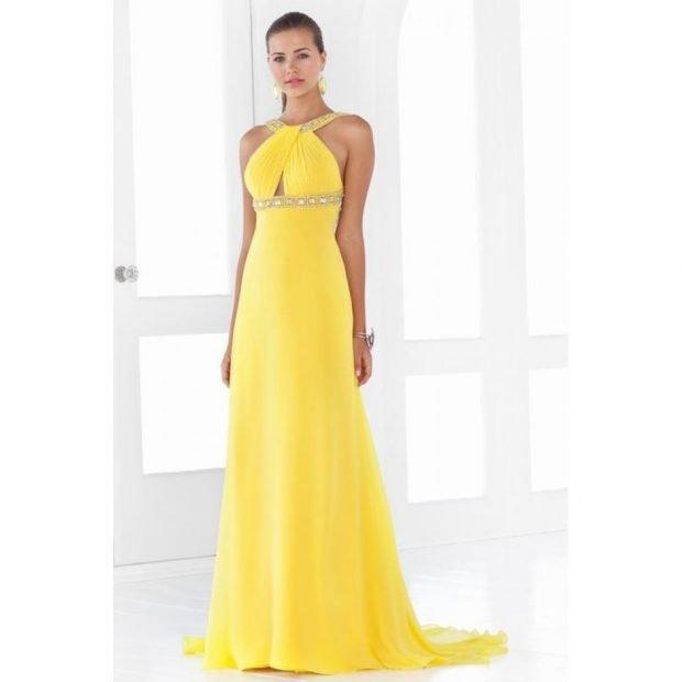 вечернее платье в пол 2019-2020 желтое открытые плечи мода