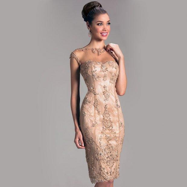 вечерние платья 2019 2020: бежевое по фигуре без рукава