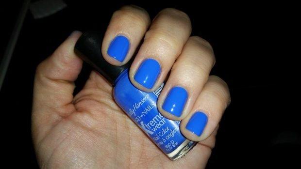 синие ногти короткие