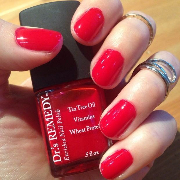 ярко-красные ногти