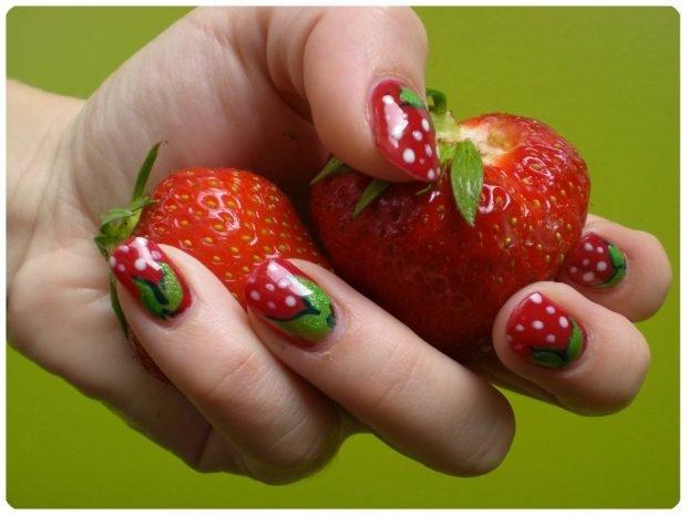 фруктовый маникюр клубничка