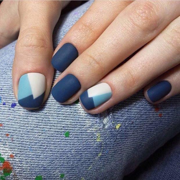 геометрический маникюр синий с белым и голубым