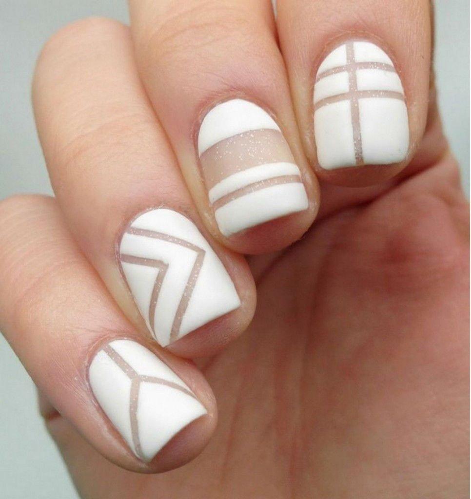 геометрический маникюр белый