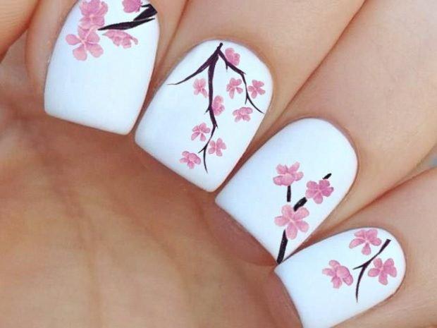 цветочный весенний маникюр 2018 белый с сакурой