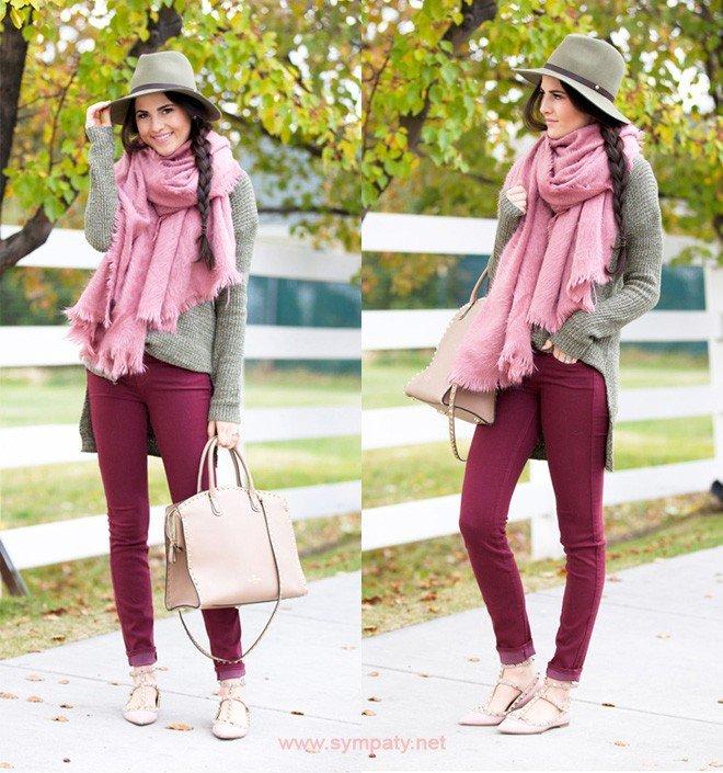 брюки цветом марсала с серым свитером