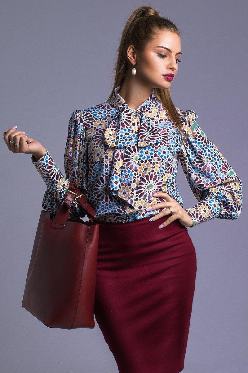 юбка цветом марсала с блузкой в принт