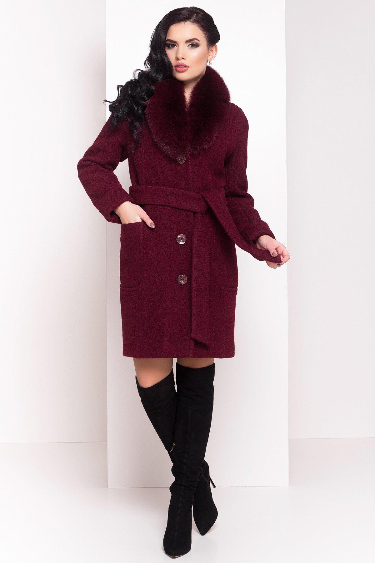 пальто цветом марсала с поясом на пуговицах