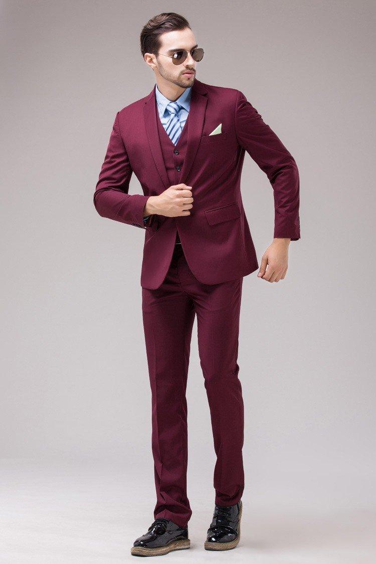 Мужской костюм цветом марсала и голубая рубашка