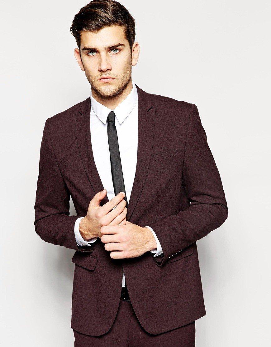 Мужской костюм цветом марсала белая рубашка и черный галстук