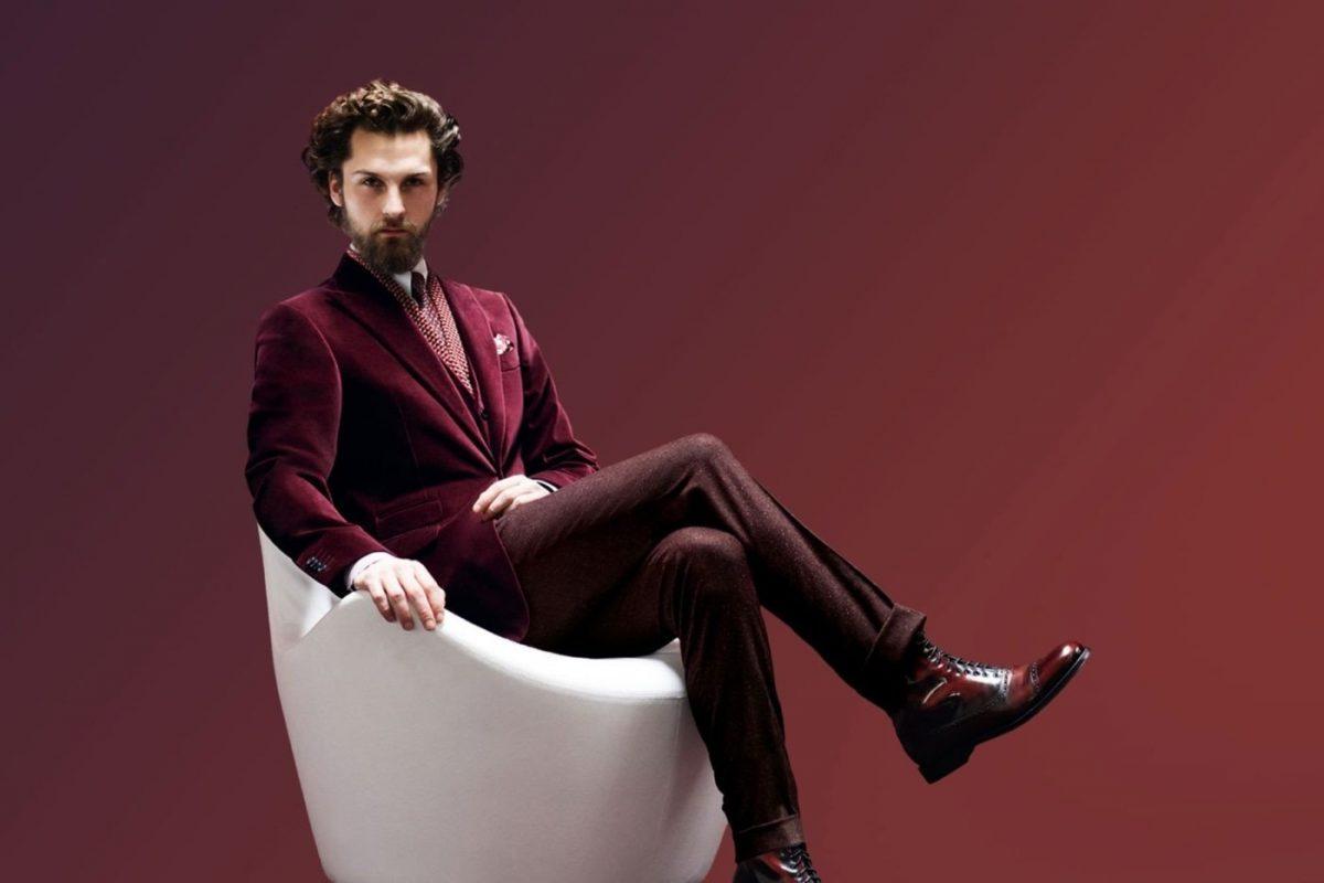 Мужской костюм цветом марсала