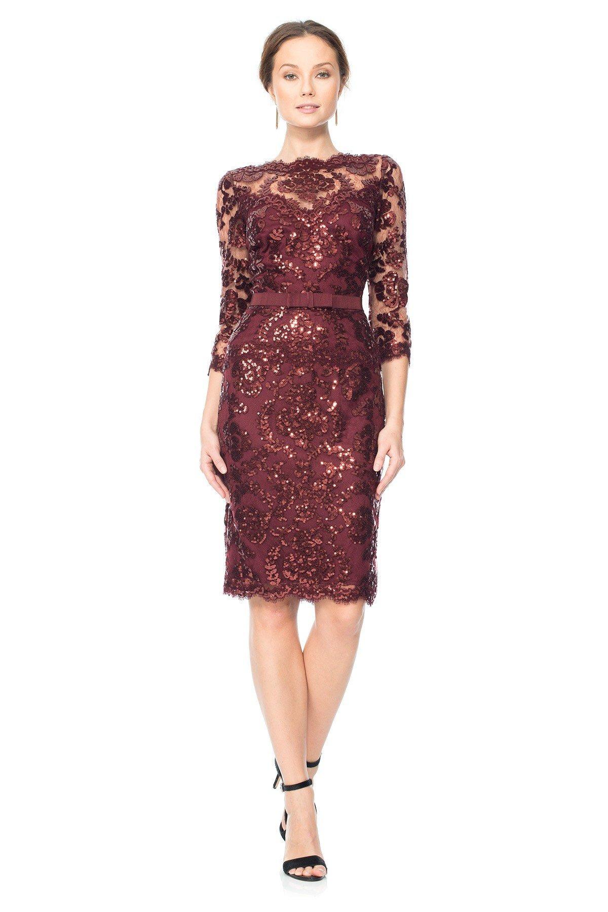 Кружевное платье цветом марсала
