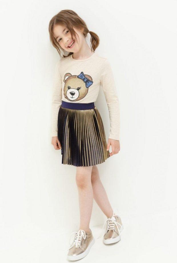 Детская мода 2019 2020: кофта с медведем и зеленой юбкой