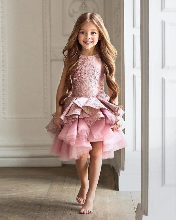 розовое пышное платье