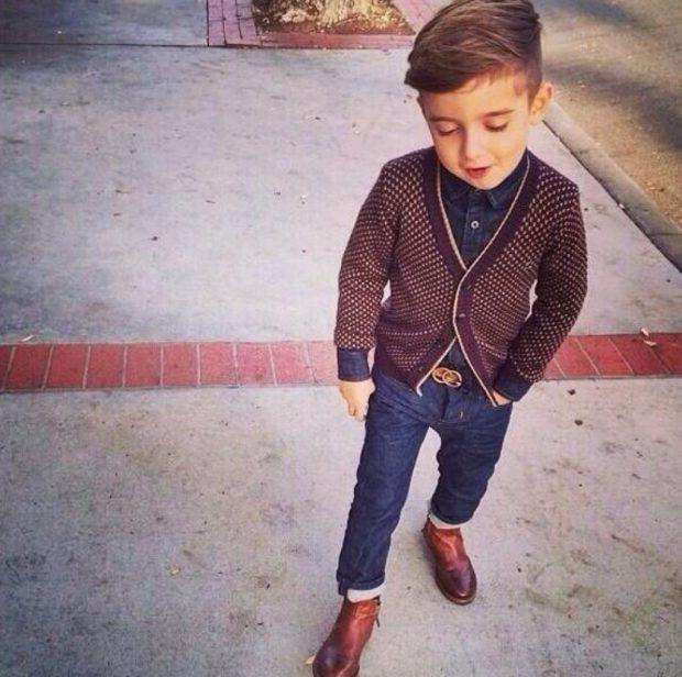 коричневая кофта синие джинсы и коричневые туфли