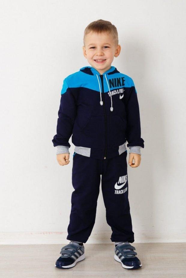 детский костюм со спортивными элементами черного цвета