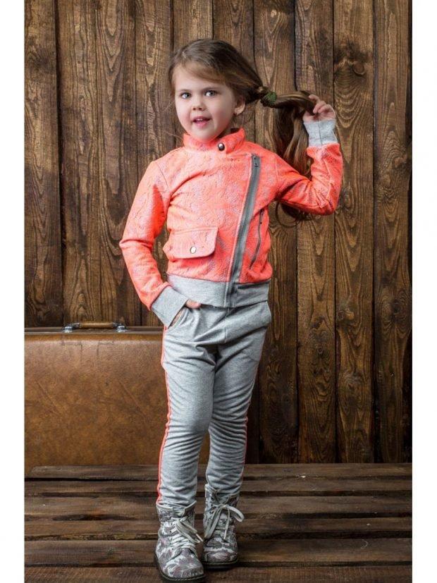 детский костюм со спортивными элементами