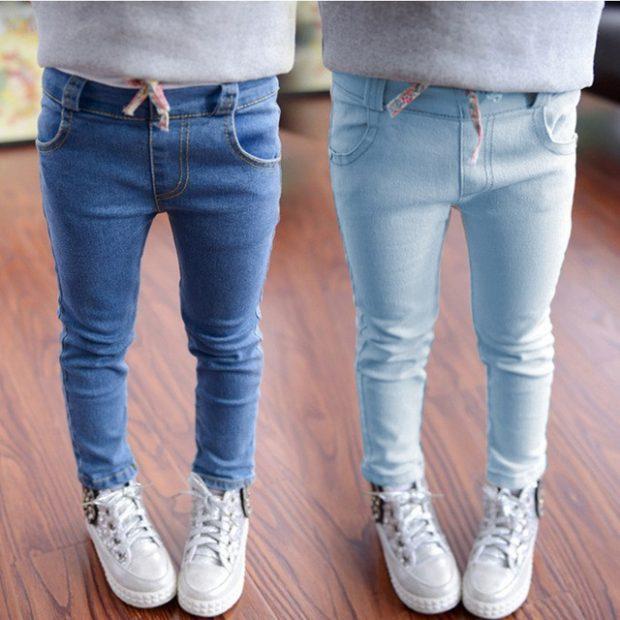 синие и голубые джинсы