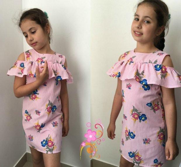 розовое детское платье в принт