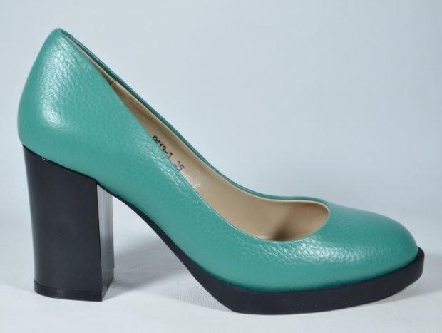 Туфли женские весна лето: на среднем каблуке зеленые с черной подошвой