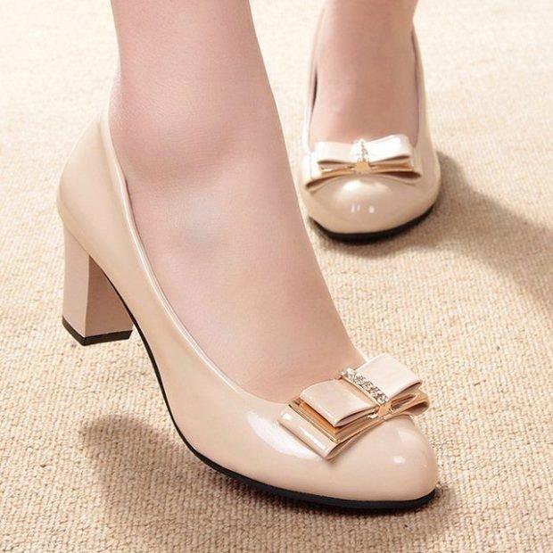 туфли на низком каблуке бежевые с бантом лаковые