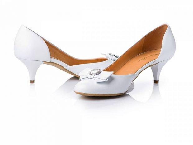 туфли на низком каблуке белые лодочки с бантом