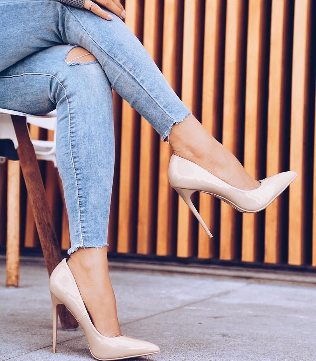 туфли бежевые лаковые на шпильке