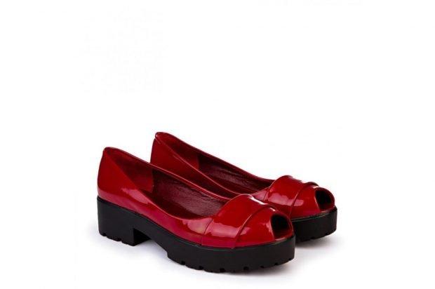 Туфли женские весна лето: кожаные красные с открытым носком на тракторной подошве