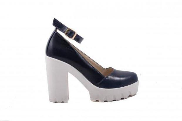 кожаные туфли черные на белой тракторной подошве на каблуке
