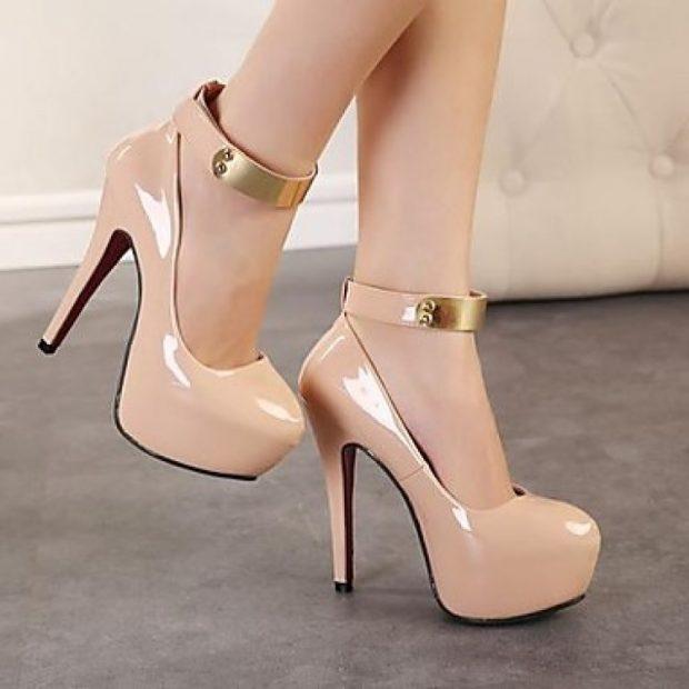 туфли с застежкой бежевые с золотым