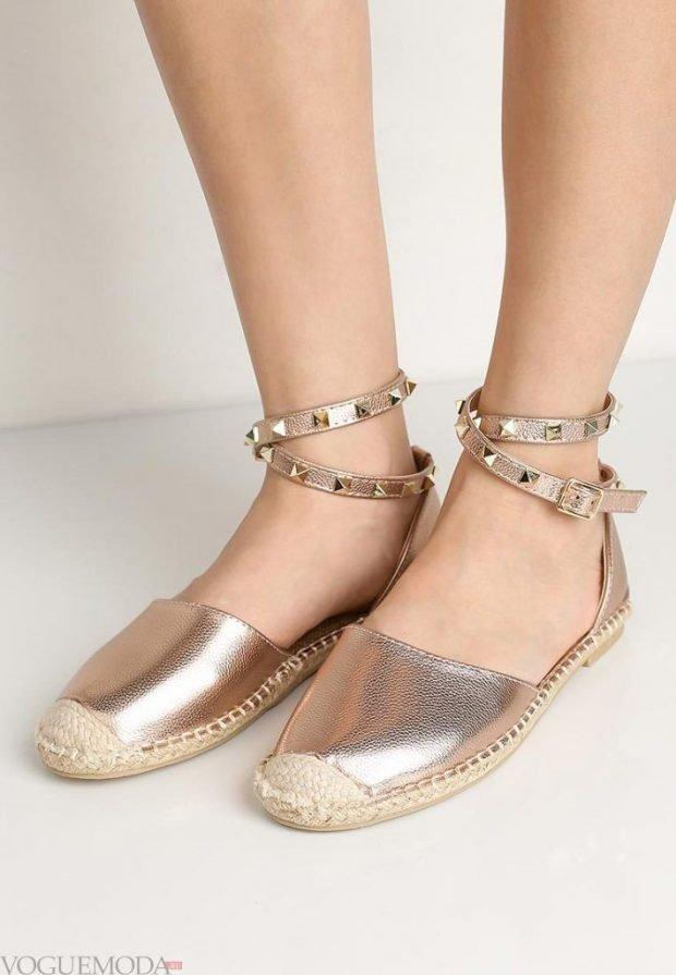 туфли с застежкой на низком ходу серебристые