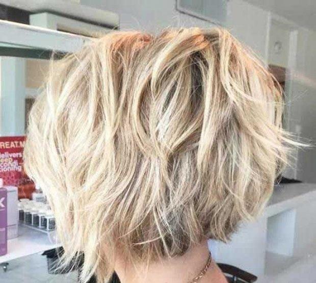 каре на ножке вид сзади на волнистые волосы