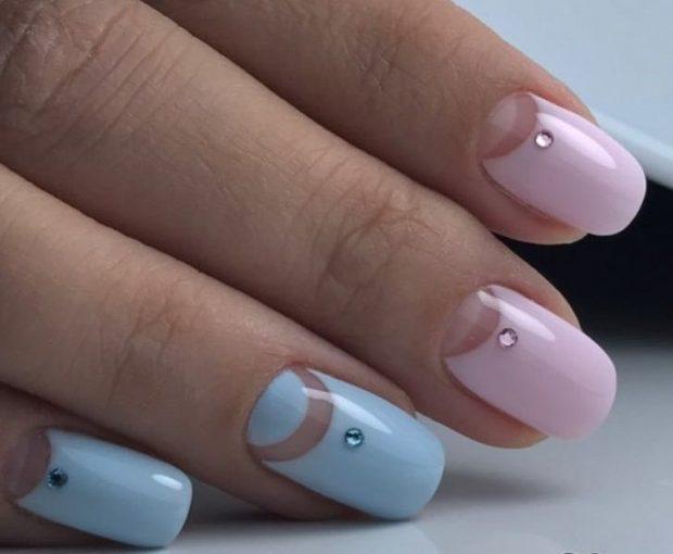 Лунный маникюр розовый с голубым