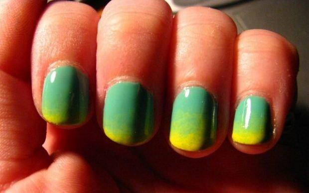 Градиентный маникюр зеленый с желтым