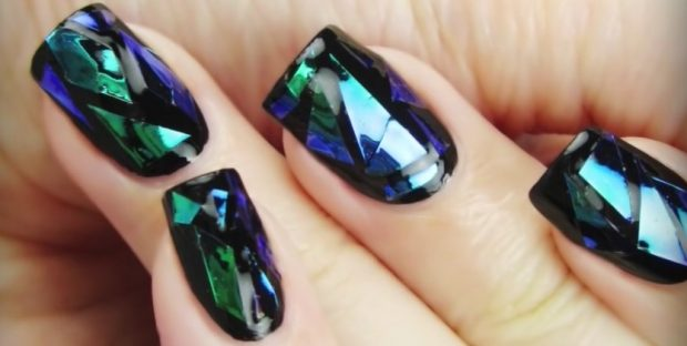 Маникюр битое стекло зеленый с синим